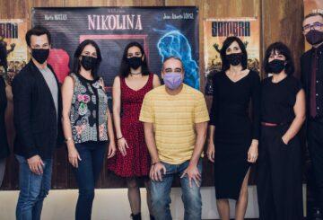 El equipo de Nikolina con sus directoras Eva Libertad y Nuria Muñoz y la protagonista Marta Megías